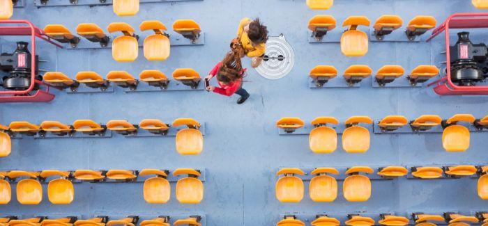 一位法国摄影师用独特视角捕捉塞纳河船上的游客