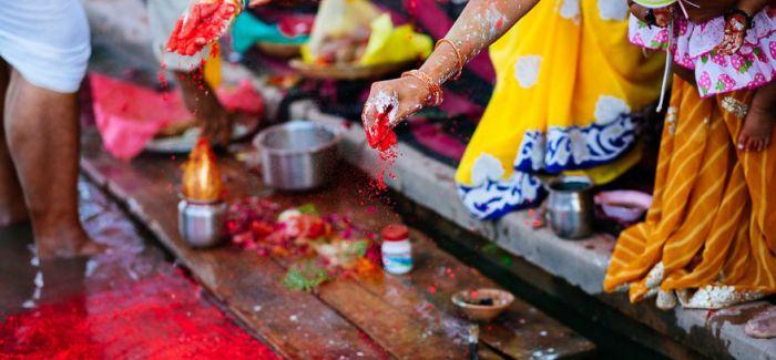 印度狂欢的疯狂洒红节