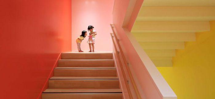 """用俏皮的多色""""枝条""""和温柔的姿态视觉保护孩子"""