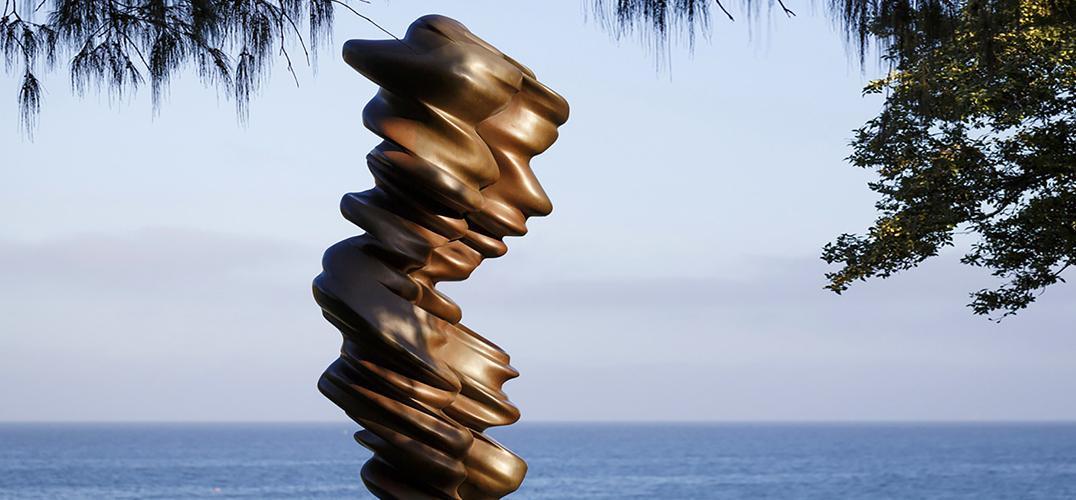 雕塑碰上大海!