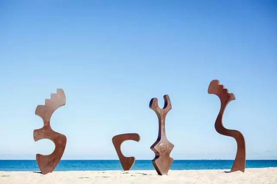 Tim Macfarlane Reid, The Companions, Sculpture by the Sea, Cottesloe 2016。 Photo Jessica Wyld