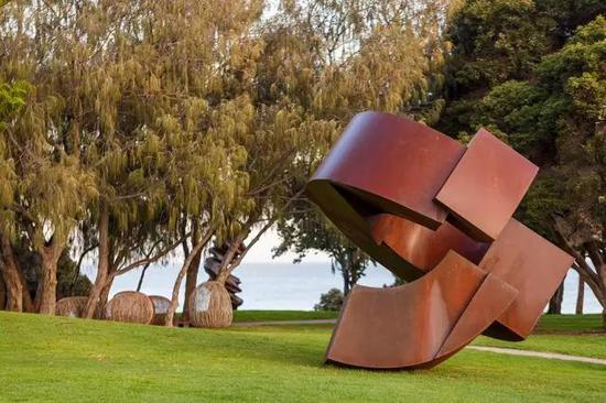 J?rg Plickat, Existence – Just a Loop in Infinity of Time, Sculpture by the Sea, Cottesloe 2017。 Photo Jessica Wyld