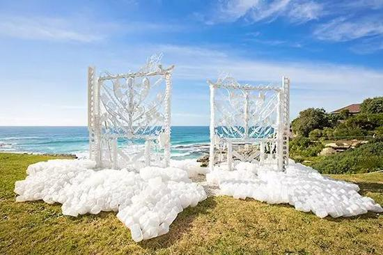 Jane Gillings, The Pearly Gates, Sculpture by the Sea, 2016。 Photo Reni Indrawan