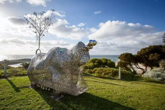 Tae Geun Yang, Pig of Fortune #2 (2nd Series), Sculpture by the Sea, Cottesloe 2016。 Photo Jessica Wyld