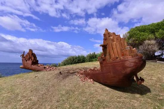 Oliver Stretton-Pow, Infrastructure 5, Sculpture by the Sea, Bondi 2016。 Photo Clyde Yee