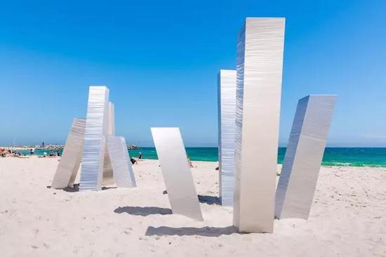 Aliesha Mafrici, Statis III, Sculpture by the Sea, Cottesloe 2017。 Photo Richard Watson