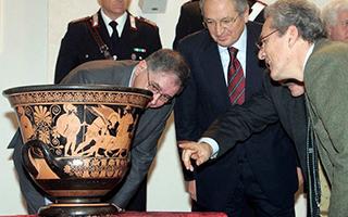 大都会博物馆一古陶器疑来自盗墓 或将归还意大利