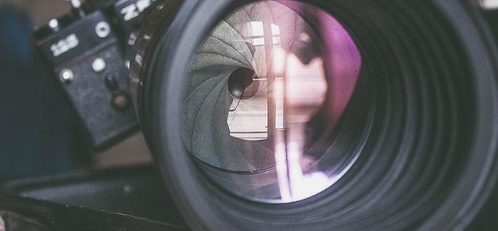 拍照新技巧!镜头中的镜头