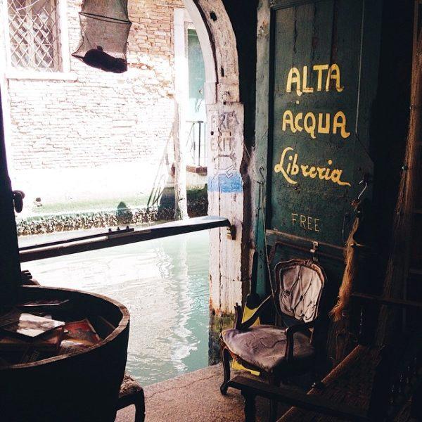 adaymag-ibreria-acqua-alta-a-venezia-09-600x600
