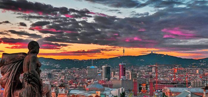 巴塞罗那的午夜阳光