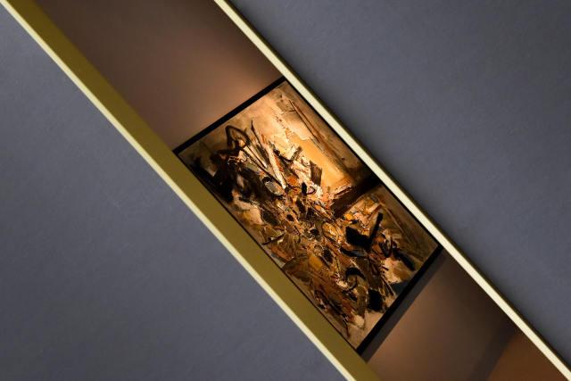 ↑这是9月11日在法国巴黎古董双年展上拍摄的一幅画作。