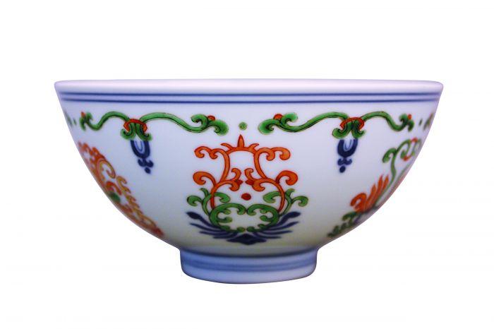 清代雍正款五彩海石榴纹碗1