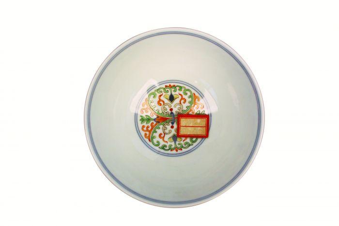 清代雍正款五彩海石榴纹碗内底