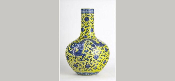 超出估价1万倍 中国瓷花瓶拍出500万瑞士法郎