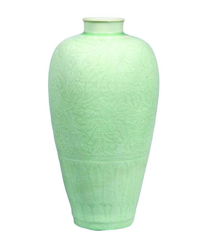 北宋 龍泉青釉劃牡丹紋梅瓶