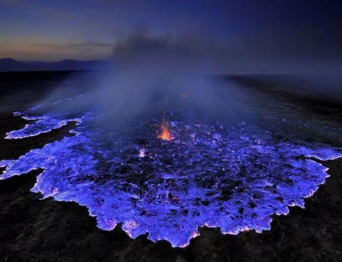 蓝色魅惑图片_星罗棋布的印度洋上有一个小岛,幽蓝色魅惑的火焰让它遗世独立.