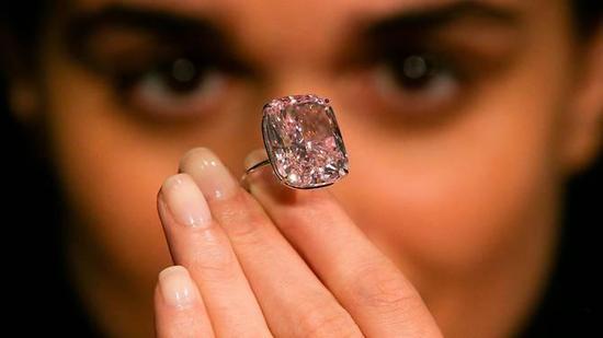 世界最大的浓彩粉钻 估价近2亿