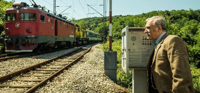 塞尔维亚:掉进火车堆里