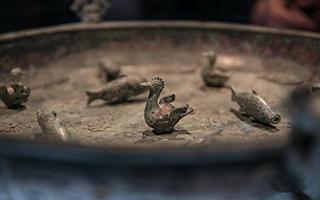 来自上海博物馆的文物在雅典卫城博物馆展出