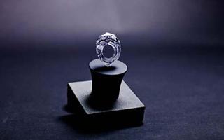 一枚被认为是不可能的全钻戒指