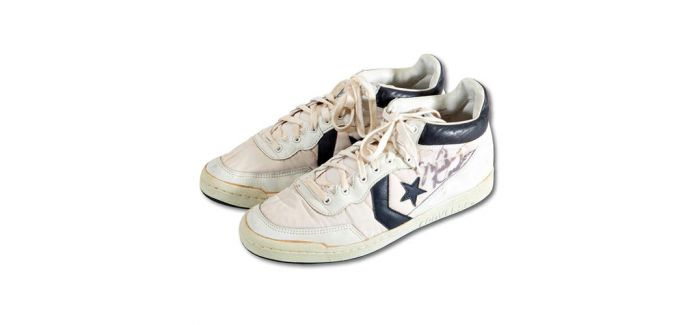 乔丹1984年奥运战靴拍卖出8.8644万美元