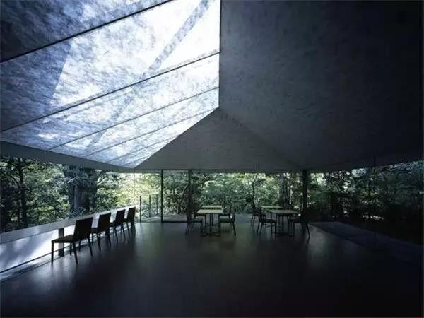 直岛当代美术馆于1992年落成,由安藤忠雄设计.