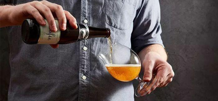 如何倒出一杯完美的啤酒