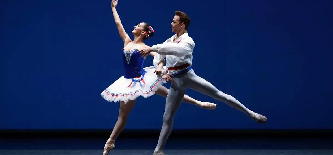 芭蕾舞剧《巴黎的火焰》首次在中国上演