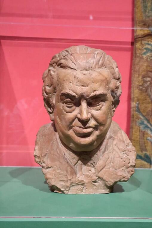 展览中贝里尼的雕像