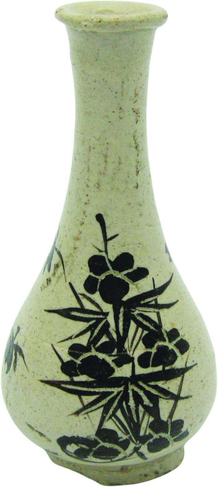 南宋吉州窑白釉褐彩剔花长颈瓶