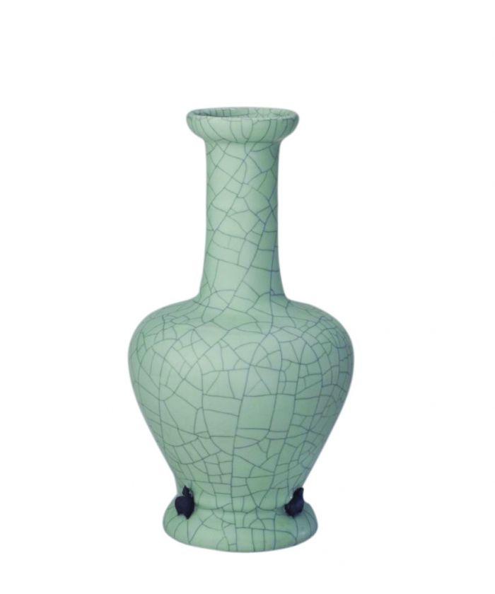 清雍正 仿哥釉塑贴三羊瓶,高27cm,口径7.3cm,足径9.8cm