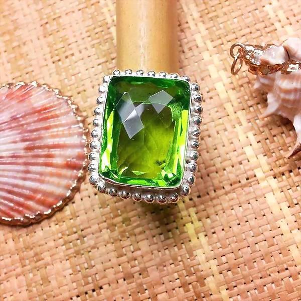 给这个冬天加点绿吧。这三款绿宝石值得购买!泰勒珠宝