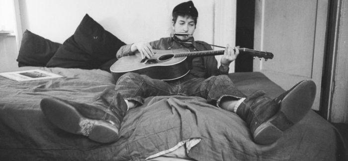 Roll on John:迪伦对列侬的敬意与思念