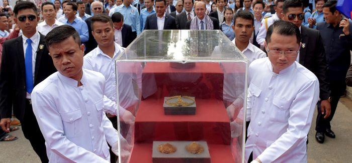 古老吴哥窟时代珍贵黄金饰品回归柬埔寨