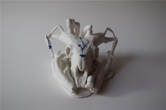 《富饶之符(北欧语)》,克里斯汀?哈布(丹麦),陶瓷,21×23厘米,2017年