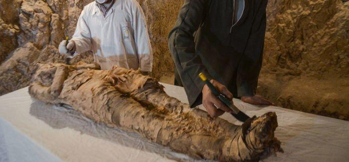埃及考古学家在卢克索发现木乃伊