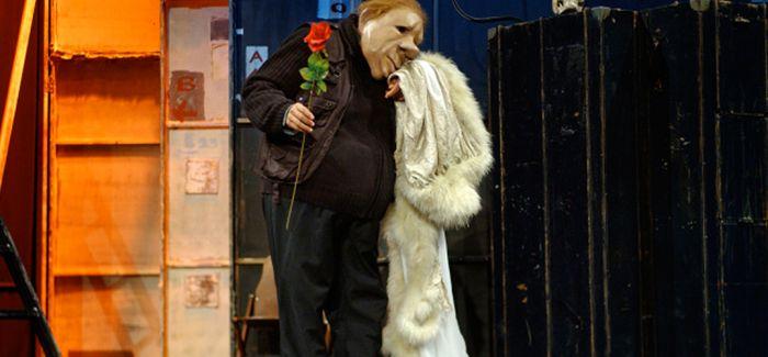 《梦幻剧团》:人物关系更清晰易懂的默剧