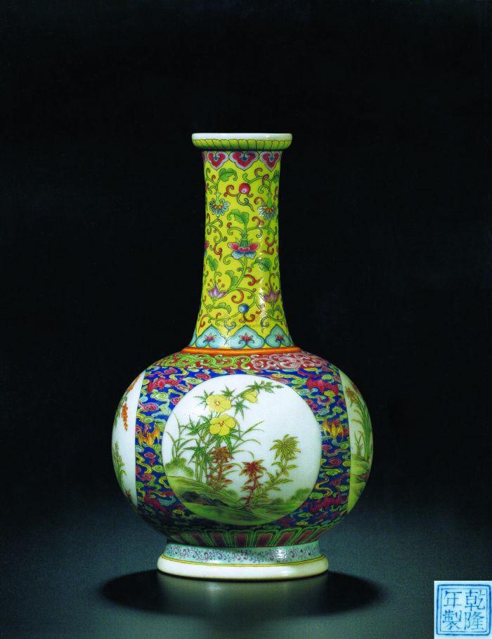 清乾隆 御制珐琅彩「祥云瑞蝠」开光式「四季花卉」图纸搥瓶