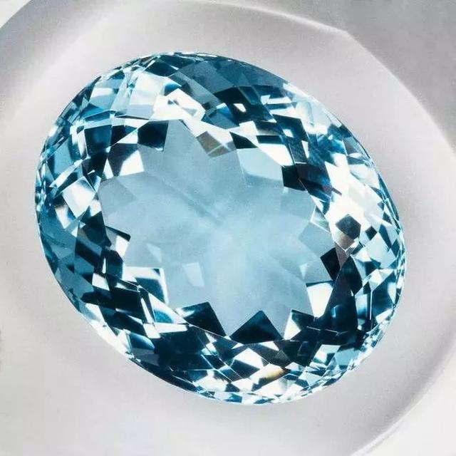 爱情作为人类永恒的话题,选对正确的珠宝送给最爱的人,你选了吗
