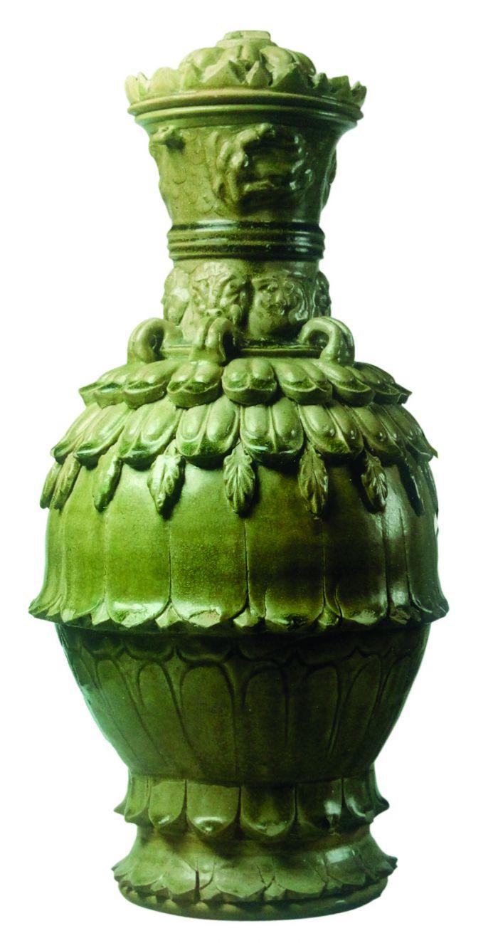南北朝时期相州窑生产的青瓷莲花尊