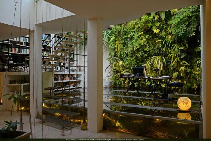 christarium-avec-bureau-de-patrick-blanc-mur-vegetal-bibliotheque-et-rideau-de-racines-de-cissus-1200x799