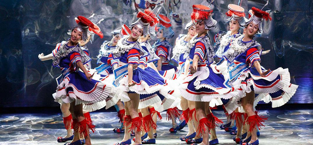 民族歌舞在天边