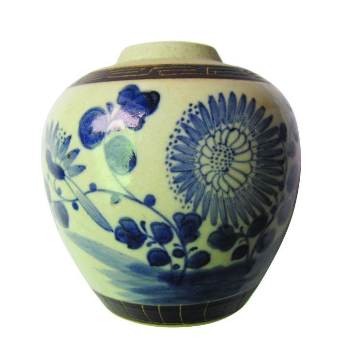 图3-1青花菊花纹罐