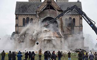 为扩建露天矿区 德国拆除古老教堂引争议