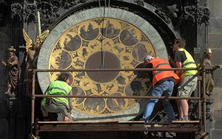 布拉格标志之一的天文钟展开全面检修工作