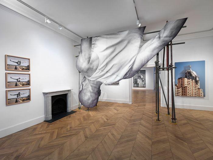 """一场开放式的展览:当""""巨人""""的双腿伸出窗外"""