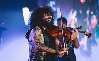 拉小提琴的卓别林