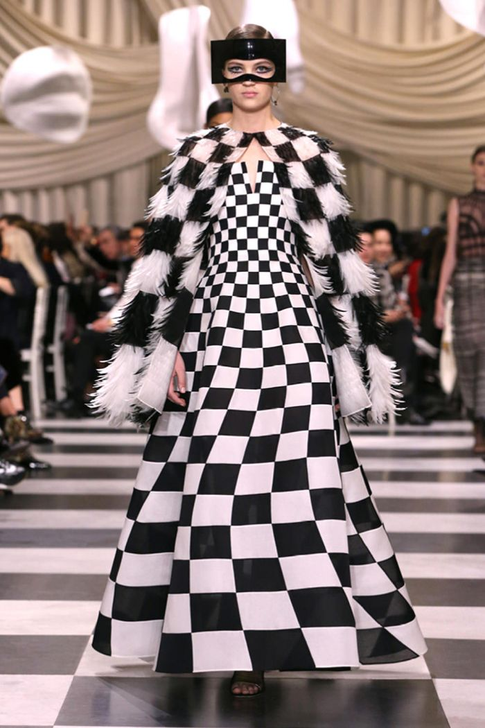 Christian-Dior-Spring-2018-Couture-Collection-Paris-Fashion-Week-Tom-Lorenzo-Site-1