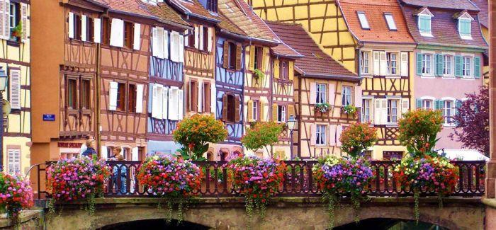 7个用鲜花点缀的美丽小镇子