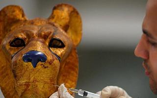 巧夺天工 考古专家修复埃及法老宝藏